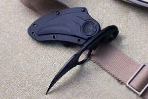 Smith - Wesson H.R.T -Black Badge Medvekarom Karambit
